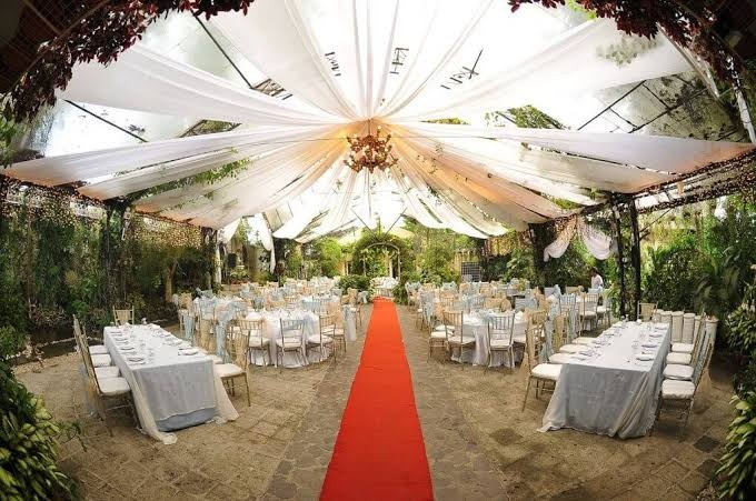 Which are the creative themes that can elevate the event decoration?