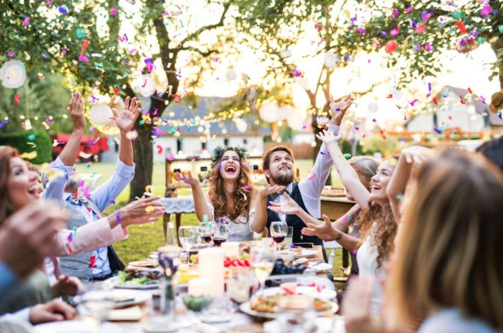 How to Plan Serving Beverages on Your Wedding Day Party?